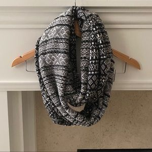 Accessories - Winter Knit Black and White Infinity Circle Scarf